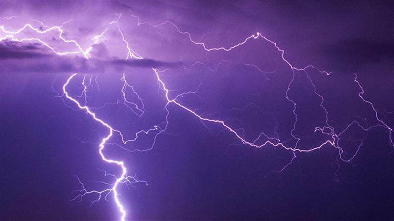 Десятки школьников пострадали при ударе молнии
