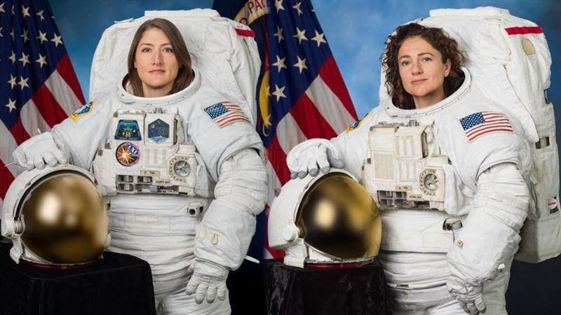 Тарихта алғаш рет екі әйел ашық ғарышқа шықты