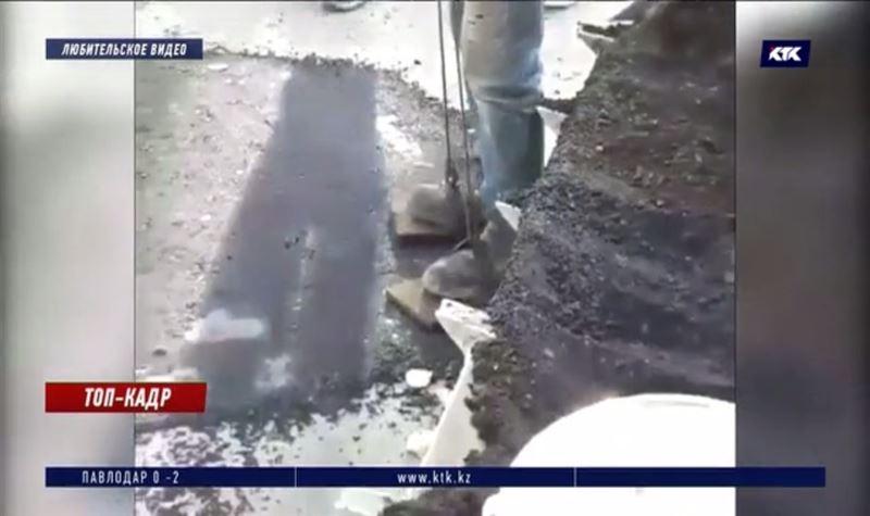 В Уральске свежий асфальт ровняют утаптыванием