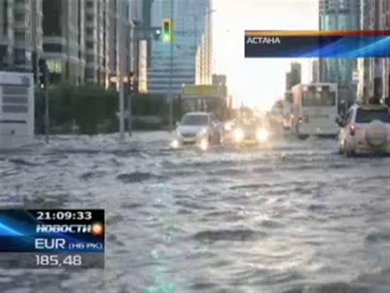 Сильнейший ливень затопилвсе улицы, проспекты и магистрали Астаны