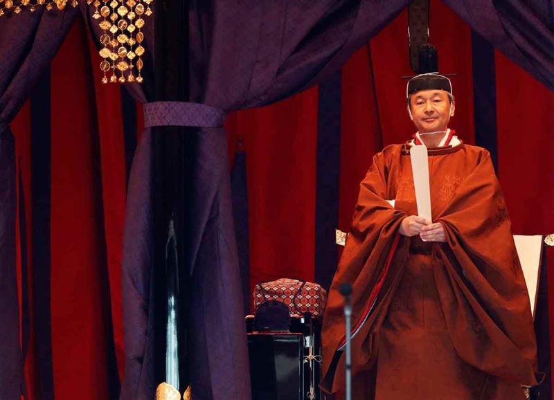 Жапонияда император таққа отырып, рахымшылық жарияланды