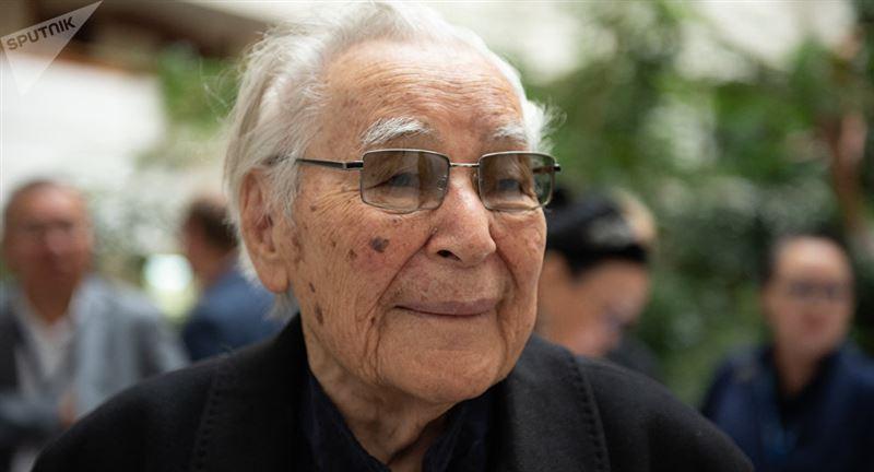 Президент поздравил писателя Нурпеисова с 95-летием