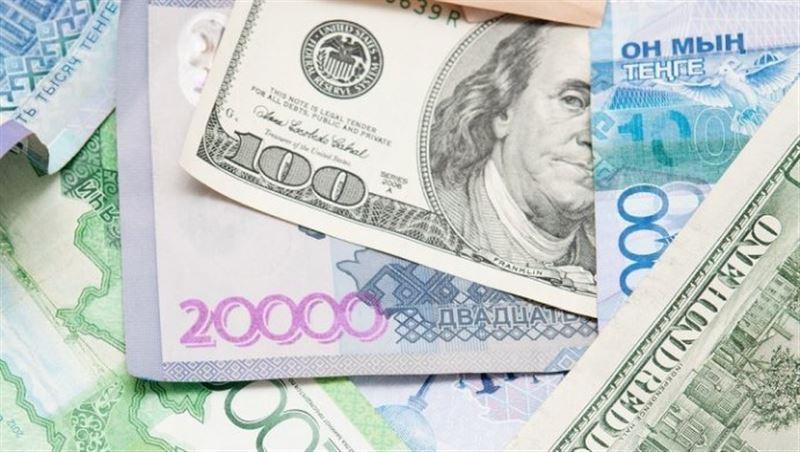 Средневзвешенный курс доллара составил 389,77 тенге
