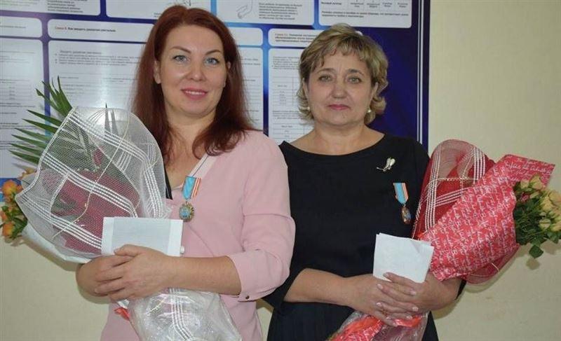 Медиков, спасших пилота, наградили в Казахстане