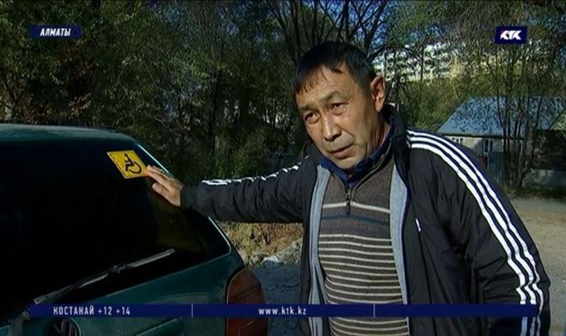 Несмотря на льготы, водителей-инвалидов облагают штрафами за стоянку