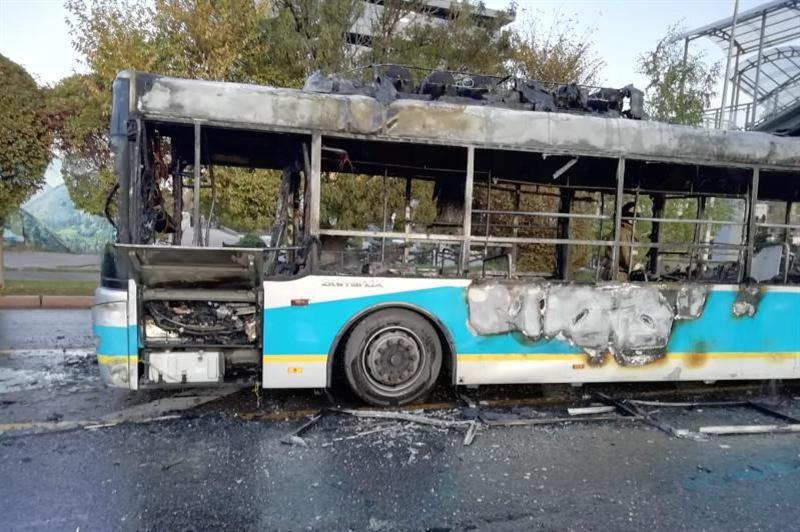 Алматыда жолаушылар автобусы түгі қалмай жанып кетті