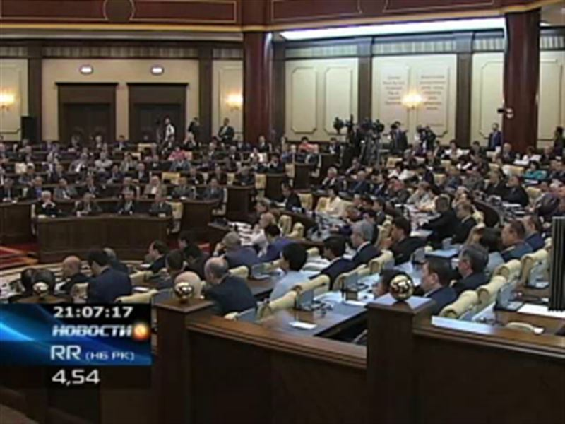 Трёхпартийный Парламент РК уходит на каникулы