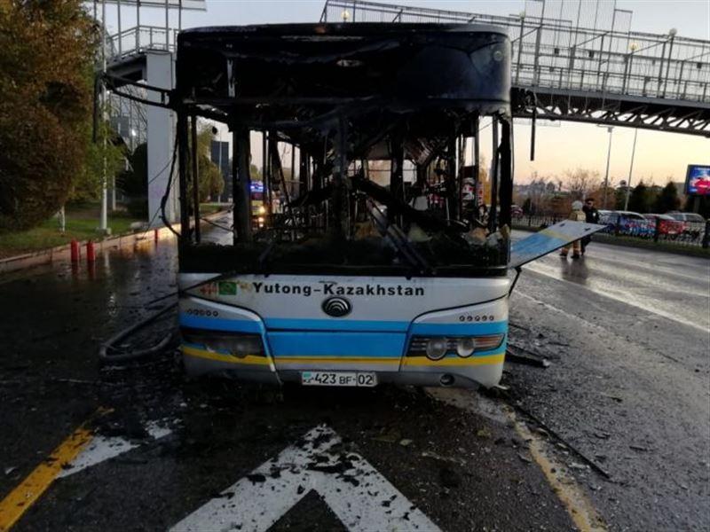 В Алматы дотла выгорел автобус