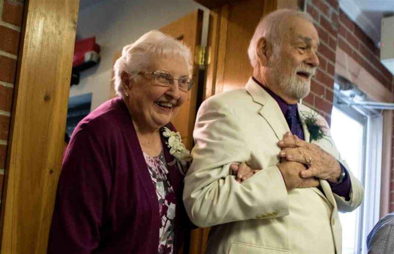 Зейнеткер мектеп кезінде ғашық болған сүйіктісін 63 жылдан кейін тауып үйленді