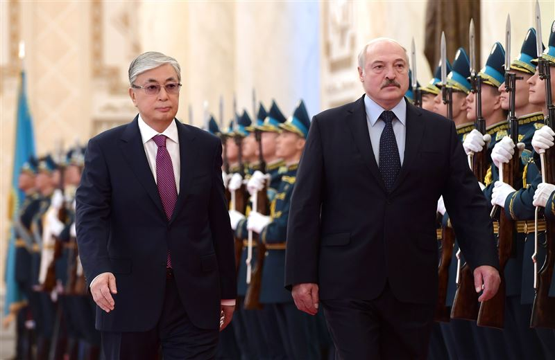 Глава государства провел переговоры с Лукашенко