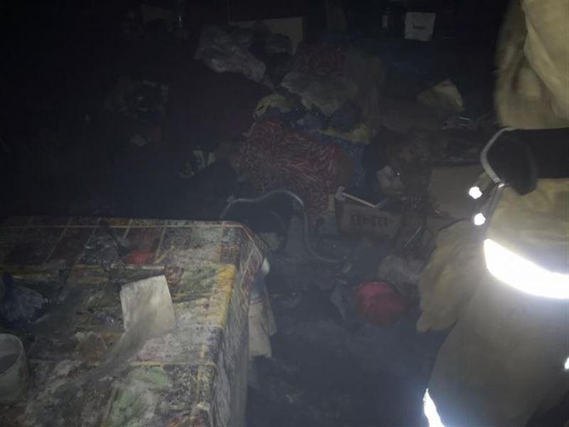 Шестеро были эвакуированы из горящего дома в Алматы