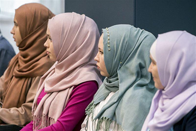 Әуежайда хиджаб киетін жолаушыларды қатаң тексере бастады
