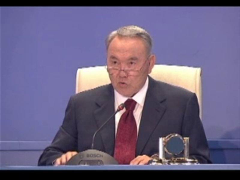 Назарбаев велел пересадить высокопоставленных чиновников на отечественные авто