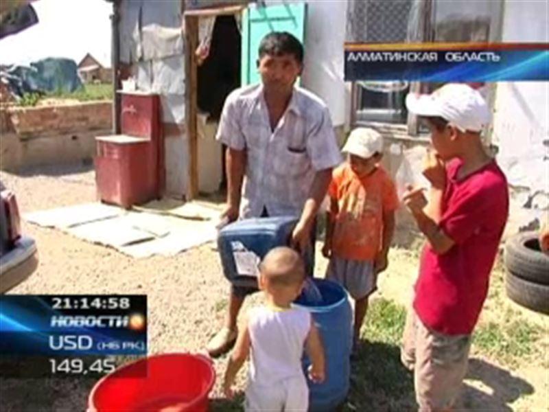 Жители поселка в Алматинской области в 40-градусную жару вынуждены жить без воды