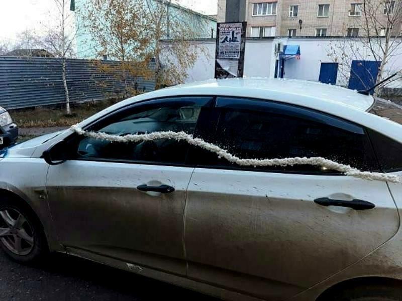 В СКО парень разукрасил авто монтажной пеной