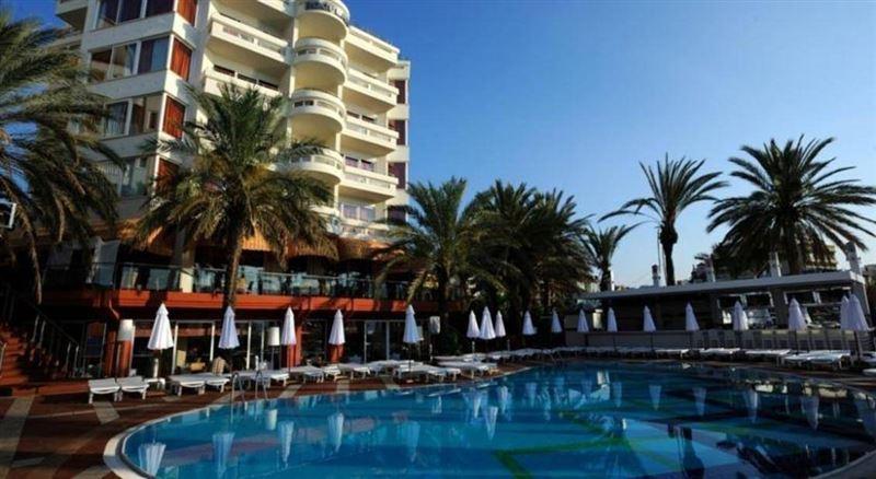 Британцы оказались в зловонном номере отеля в Турции