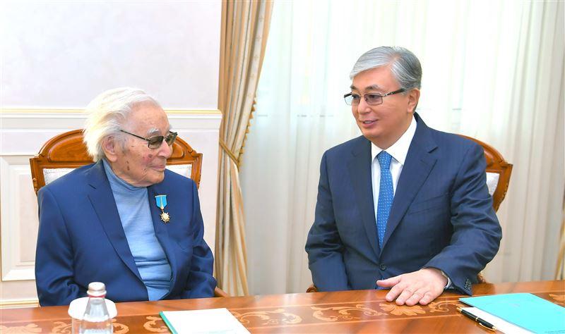 Глава государства принял писателя Нурпеисова