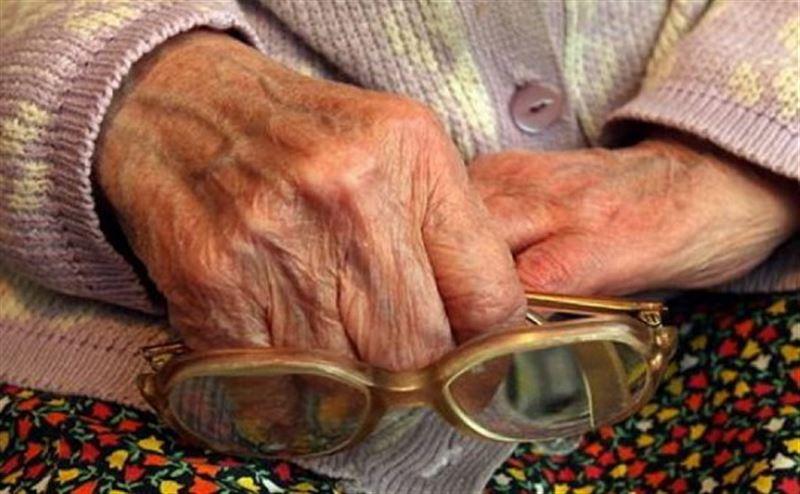 Пенсионерка умерла, застряв за шкафом