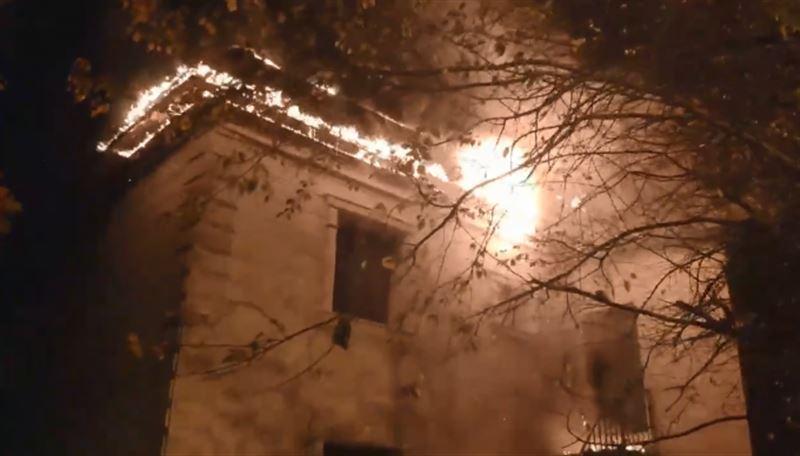 В Алматы вспыхнула двухэтажная сауна