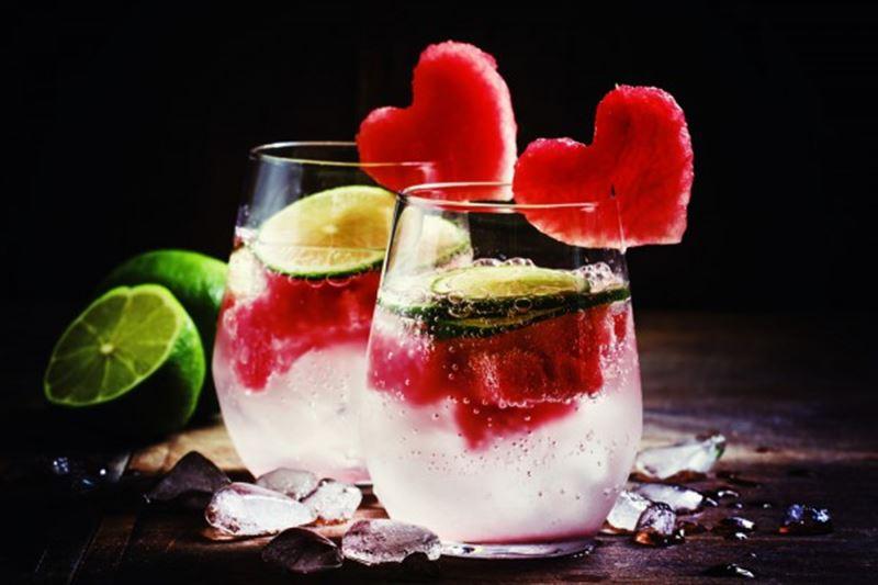 Ученые объяснили тягу к сладостям и алкоголю