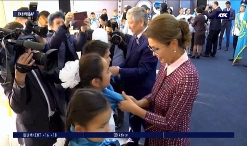 Дарига Назарбаева пообщалась со школьниками из «Жас Улана»