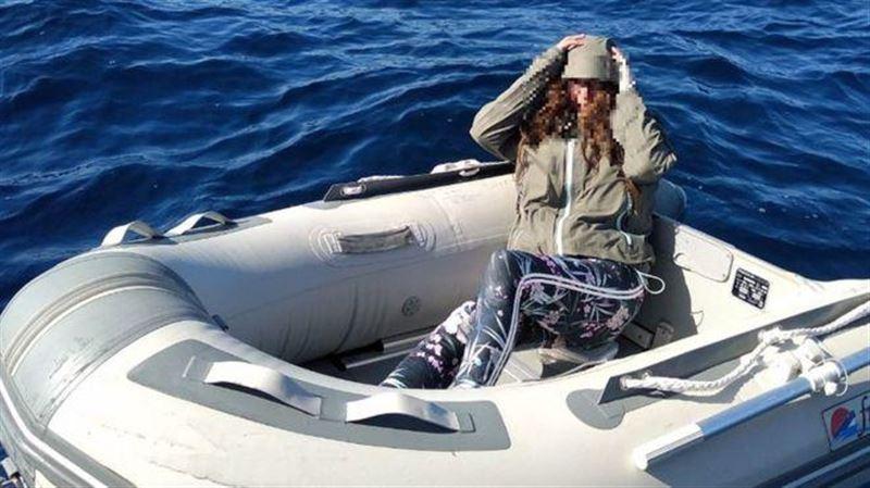 Үрмелі қайықпен теңізге ығып кеткен турист кәмпиттің арқасында аман қалды