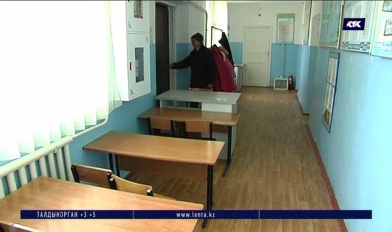 Школьники Алматинской области учатся в коридорах