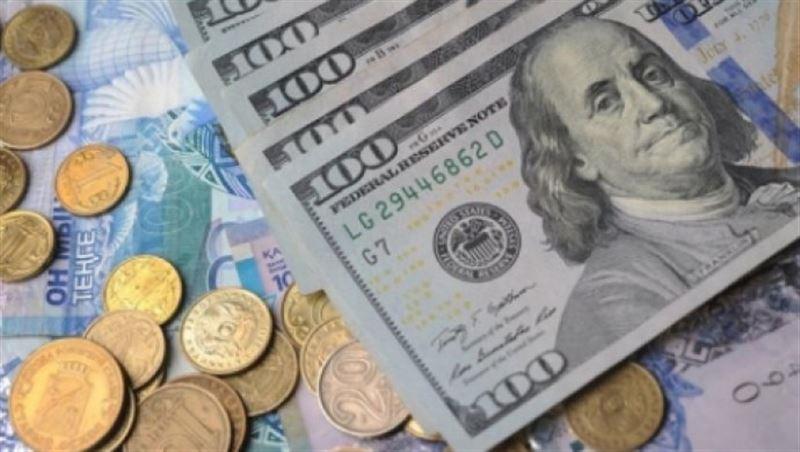 В столичных обменниках доллар продается за 390 тенге
