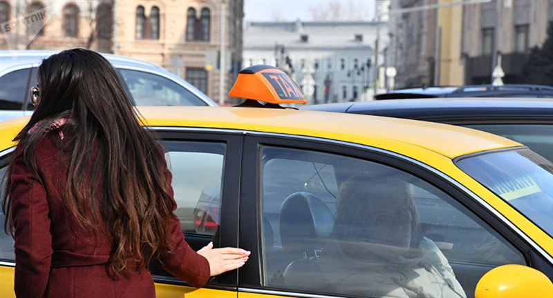 Таксист шетелдік жолаушыдан қызметі үшін 250 мың теңге алған