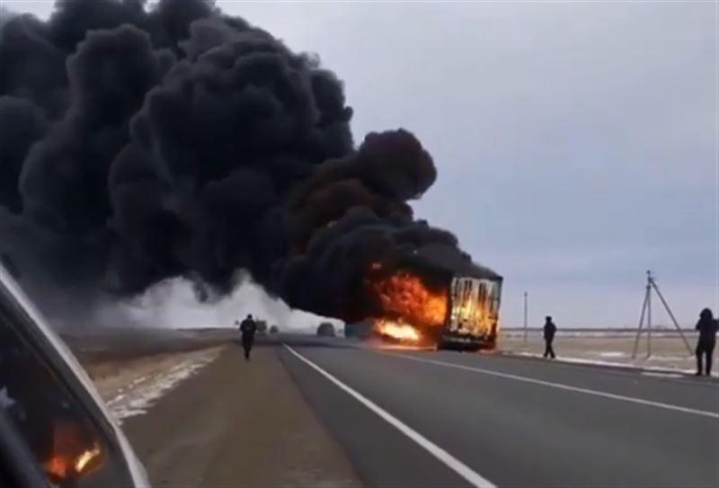 Грузовой прицеп выгорел на трассе Алматы – Екатеринбург