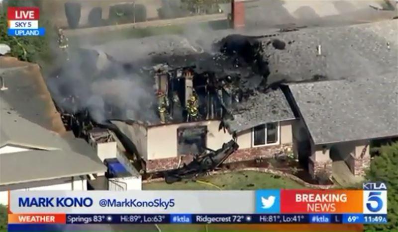 Воздушное судно рухнуло на дом в Калифорнии