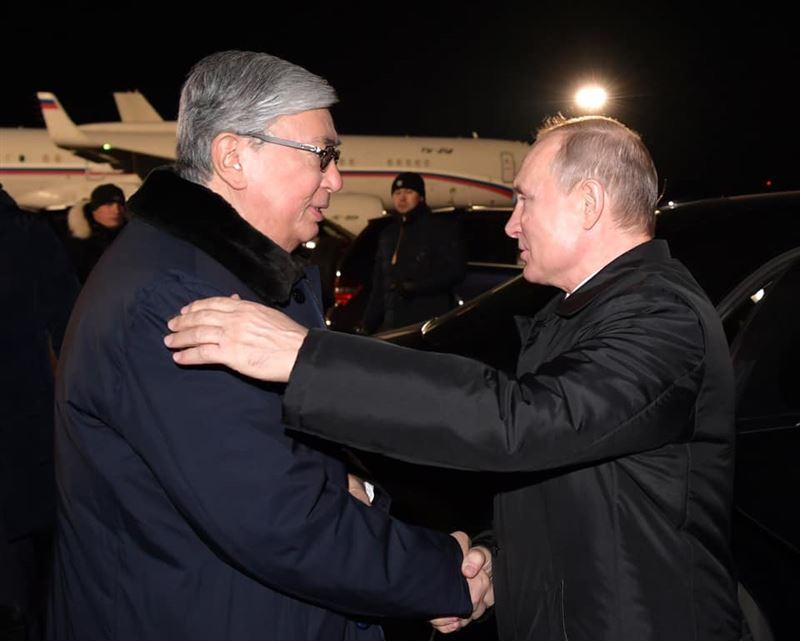 Президент России проводил Токаева в аэропорту Омска