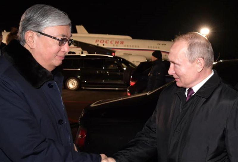 Путин Омбы әуежайында Тоқаевты өзі шығарып салды