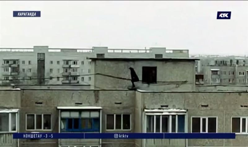 Поссорившаяся с супругом карагандинка едва не спрыгнула с 9 этажа