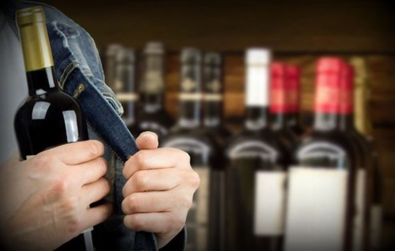 Мужчина хотел украсть алкоголь, «заминировав» магазин