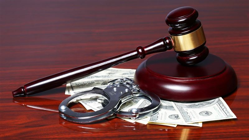 Более 45 млн тенге выплатит судья за получение взятки