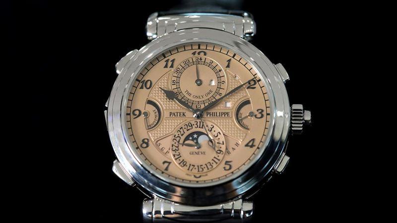 Самые дорогие в мире часы ушли с молотка за 2 млрд долларов