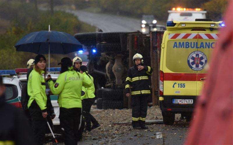 Автобус пен жүк көлігі соқтығысып, 12 адам қаза тапты