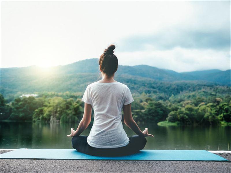 Йога поможет справиться с депрессией, считают ученые
