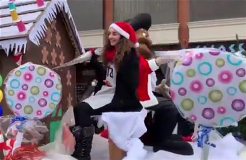 Парад Санта-Клаусов состоялся в Канаде