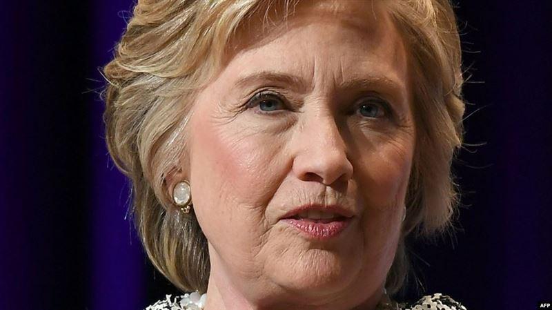 Самолет с Хиллари Клинтон на борту совершил вынужденную посадку