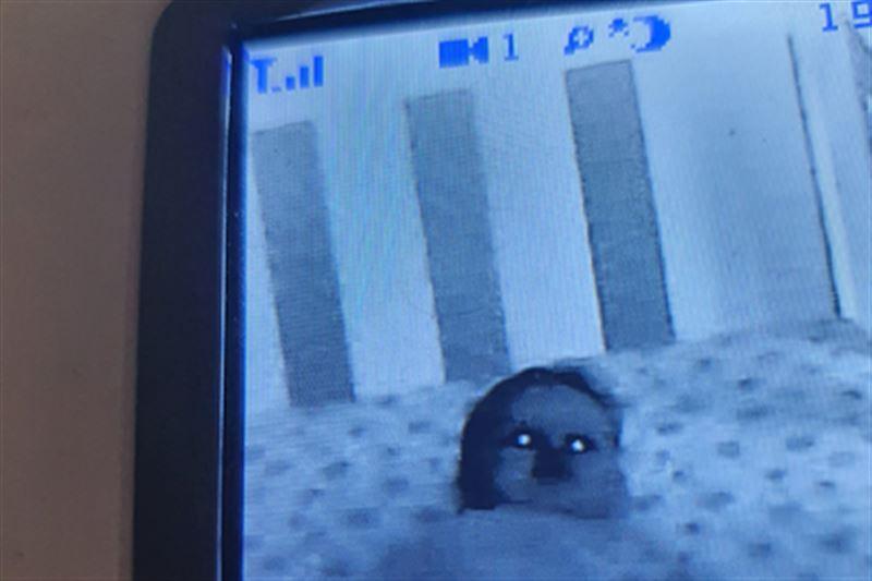 Пользователей сети напугал снимок «одержимого демонами» малыша