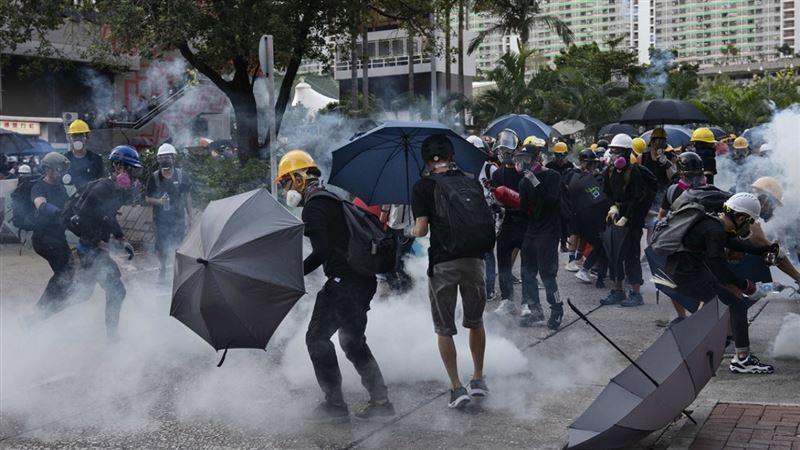 Казахстанских студентов просят вернуться домой из-за ситуации в Гонконге