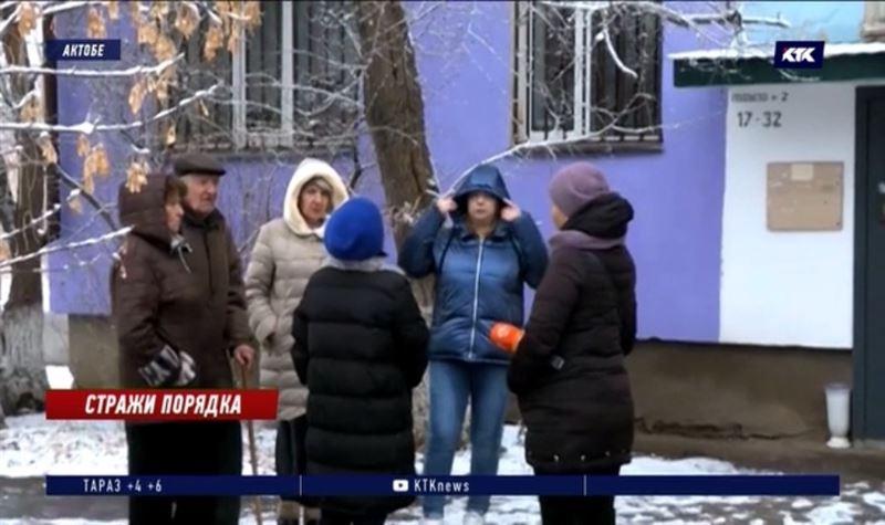 Мусор до потолка: жители Актобе страдают от соседа-Плюшкина