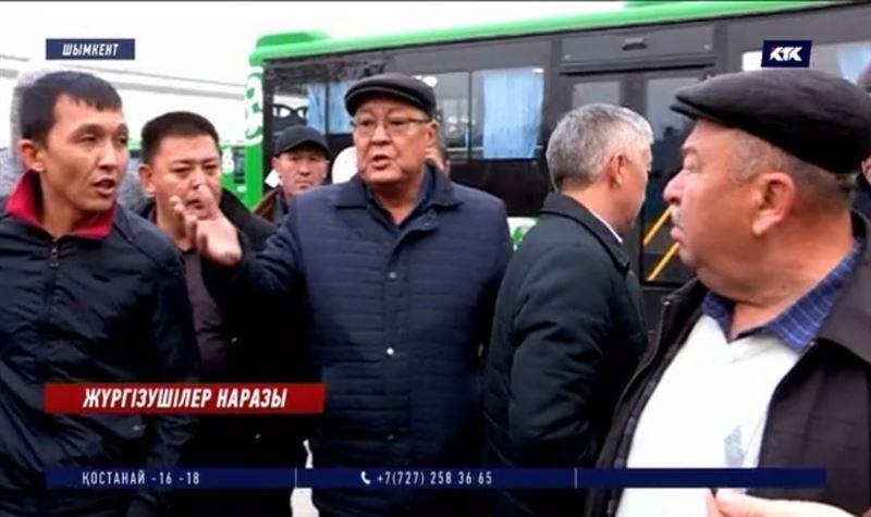 Shymkent Bus: Автопарк өкілдері мен жүргізушілер төбелесіп қала жаздады
