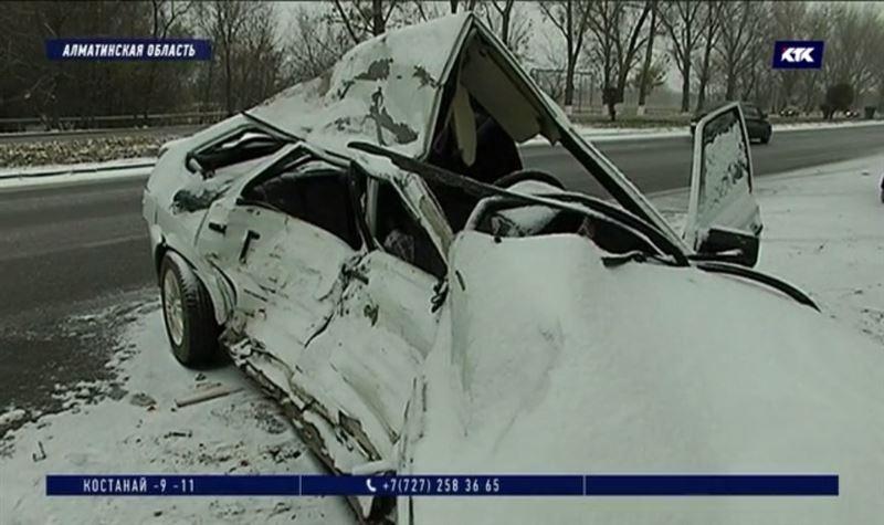 «Ладу» занесло на повороте, 22-летний водитель погиб