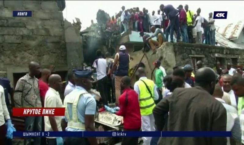 Самолёт с пассажирами рухнул на жилые дома