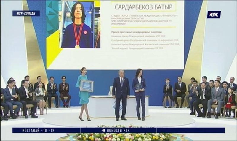 Нурсултан Назарбаев намерен поддерживать талантливую молодёжь