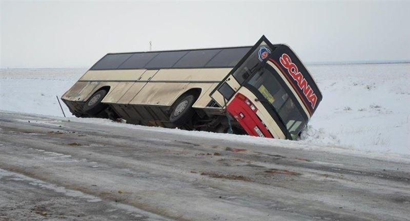 Автобус с пассажирами съехал в кювет на трассе Мамлютка – Костанай