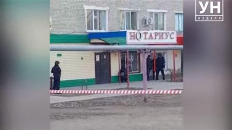 Женщину-нотариуса взяли в заложники в Уральске